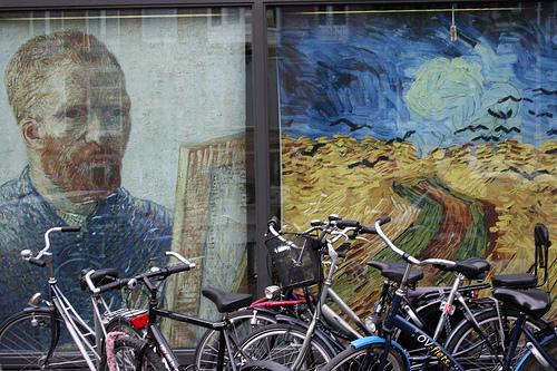 Bicicletas e Van Gogh em Amsterdam