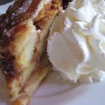 Foto do dia – Torta de maçã holandesa com chantilly