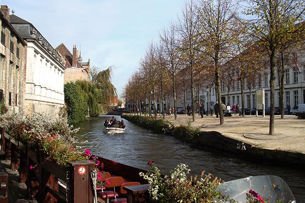 Passeando de barco em Bruges