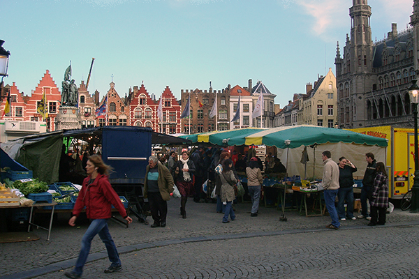 Feira na Grote Markt de Bruges