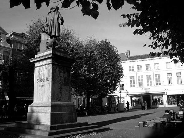 Praça em Bruges