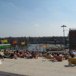 Verão em Amsterdam com vista da cidade: telhado do NEMO