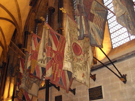 Salisbury_Cathedral_Bandeiras_recolhidas