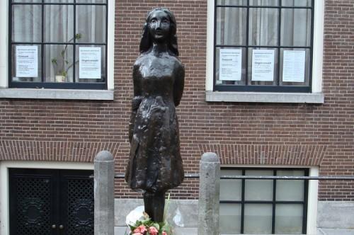 Anne Frank Amsterdam estatua (1)