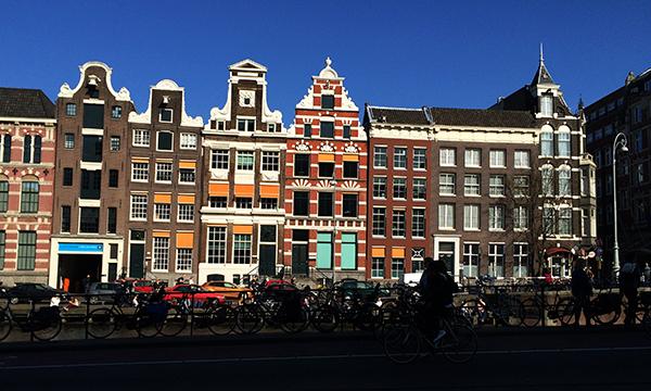 Curiosidade sobre a Holanda: Amsterdam é a capital apenas no nome, a sede do governo é em Haia