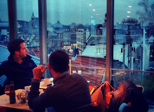 Com chuva, sem chuva, com sol, sem sol. olhar Amsterdam é sempre um programão...