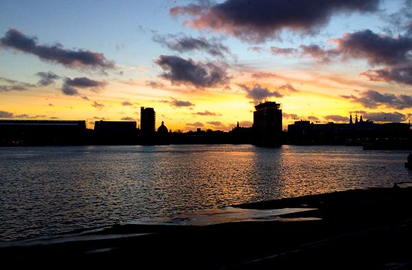 Sim, essa eu tirei no dia da gravação. Amsterdam abriu o sorriso pra se despedir.