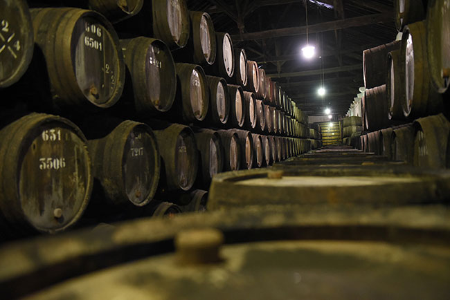 Caves de envelhecimento de vinho do Porto