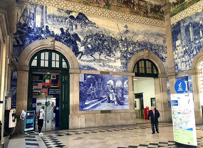 O que fazer no Porto: Lindos azulejos na Estação São Bento