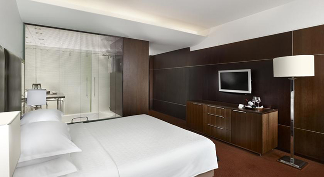 Logicamente que isso é o estado do quarto antes de eu devidamente anarquizá-lo com a feng-badernê do Duc (Foto: Divulgação Booking.com)