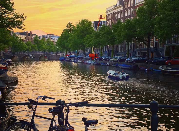 barco_canal_amsterdam