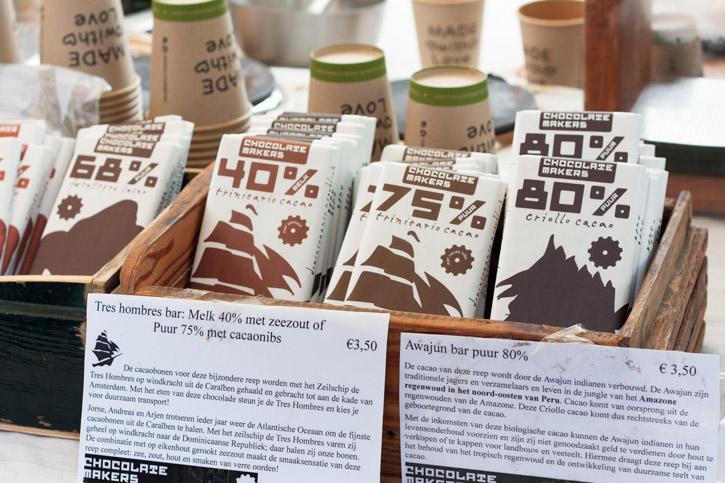 Na feira de orgânicos Noordermarkt em Amsterdam: Chocolate da Chocolatemakers e café fresquinho coado na hora.