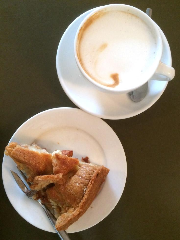 melhor torta de maçã de Amsterdam, na Winkel 43, no Noordermarkt.