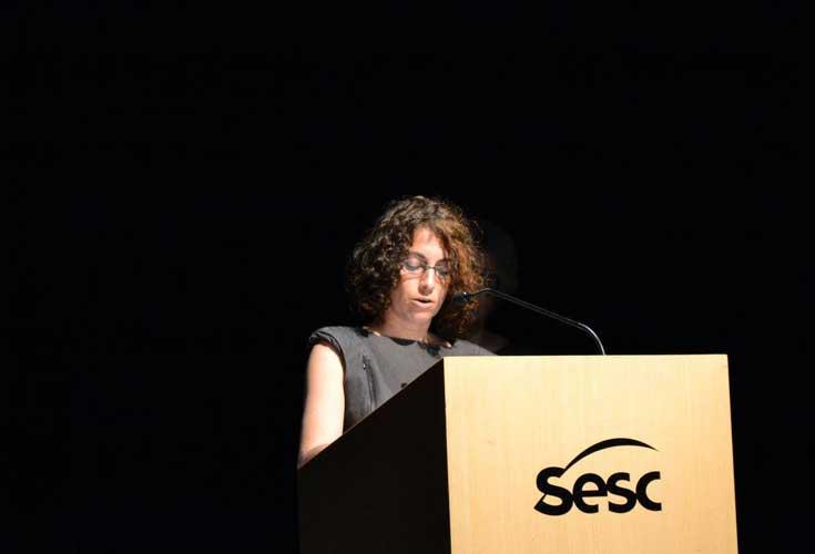 Dani Stefano falando no SESC