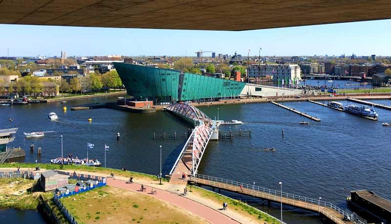 Vista da Biblioteca Pública Central de Amsterdam