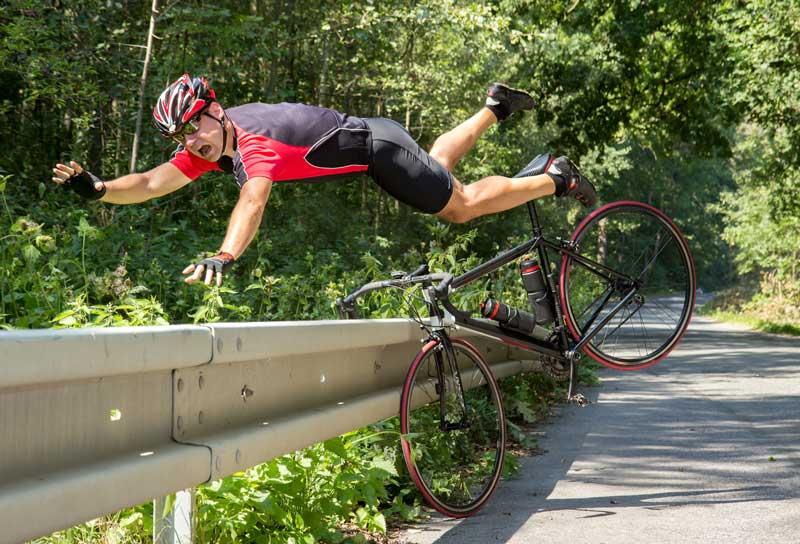 Esse ciclista vai precisar de um médico na Holanda