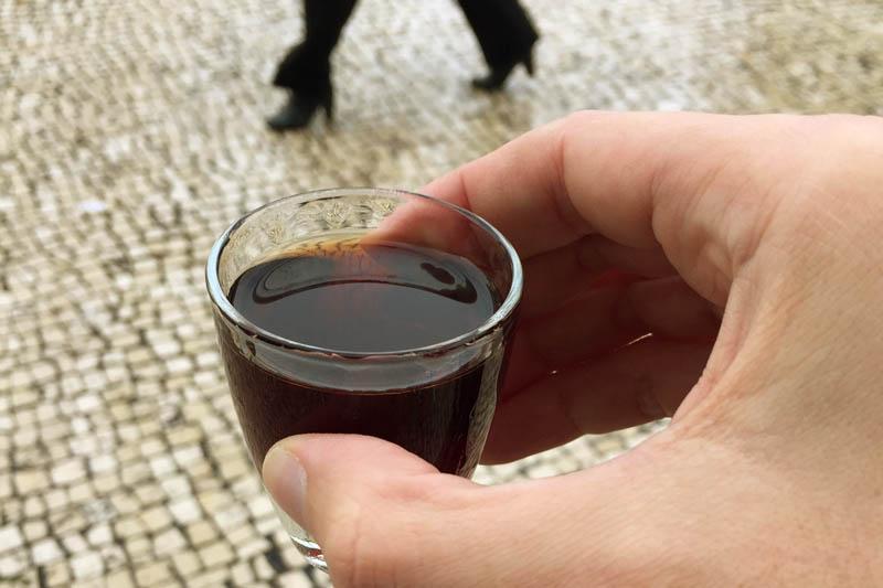 Bebida típica de Portugal: Ginjinha