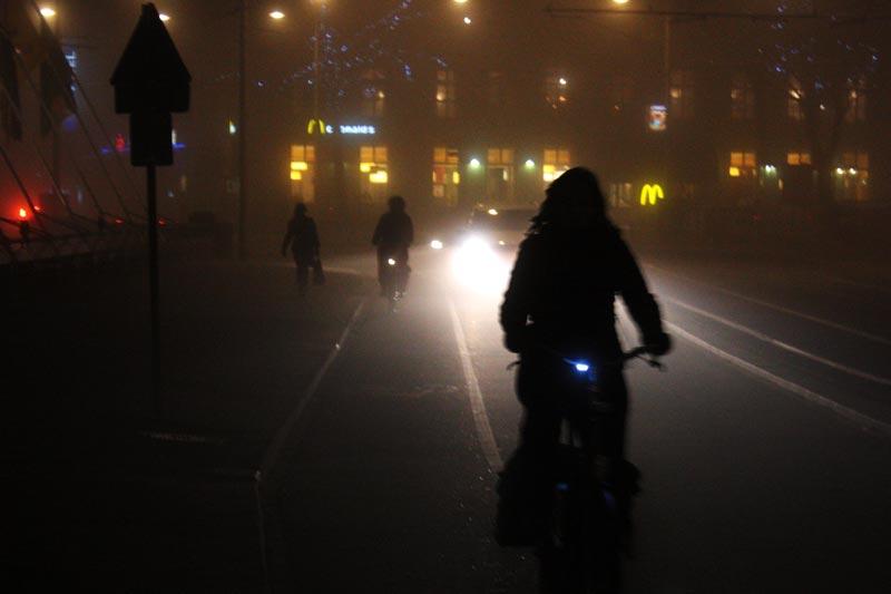 Dicas para andar de bicicleta em Amsterdam: use luzes