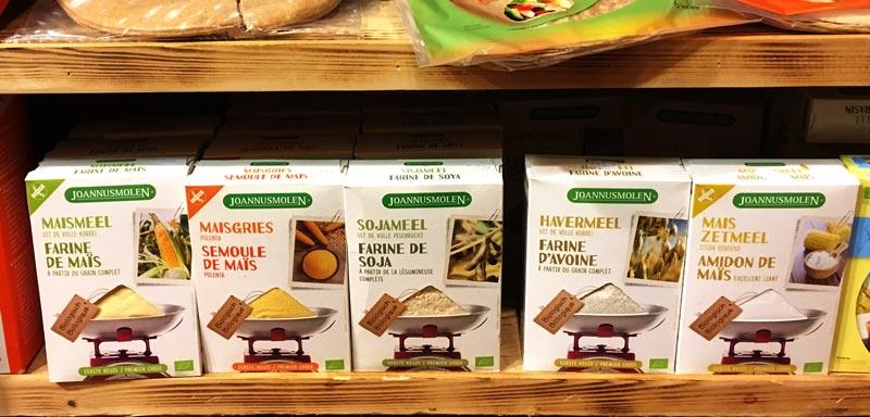 Fubá e maizena em um supermercado na Holanda