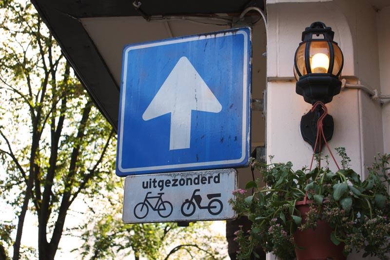 Placaas de trânsito para bicicletas em Amsterdam