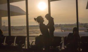 Como viajar de avião com as crianças (as dicas práticas de uma mãe de três)