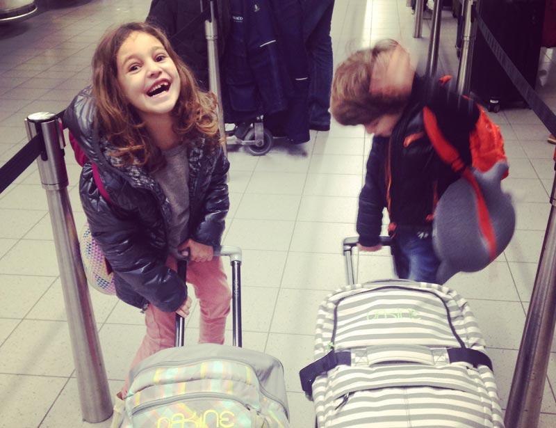Viajar de avião com crianças
