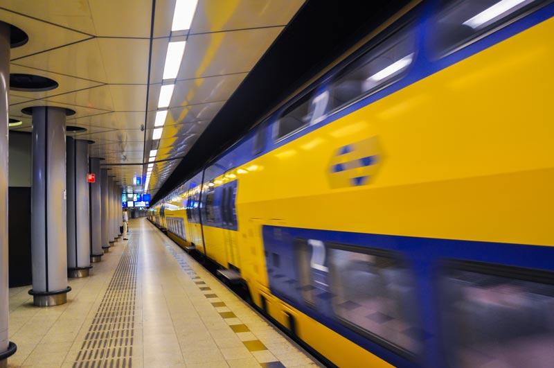 Trem no aeroporto de Amsterdam