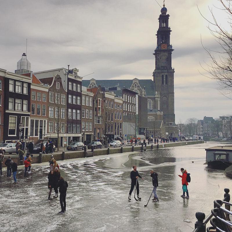 Canais congelados em Amsterdam